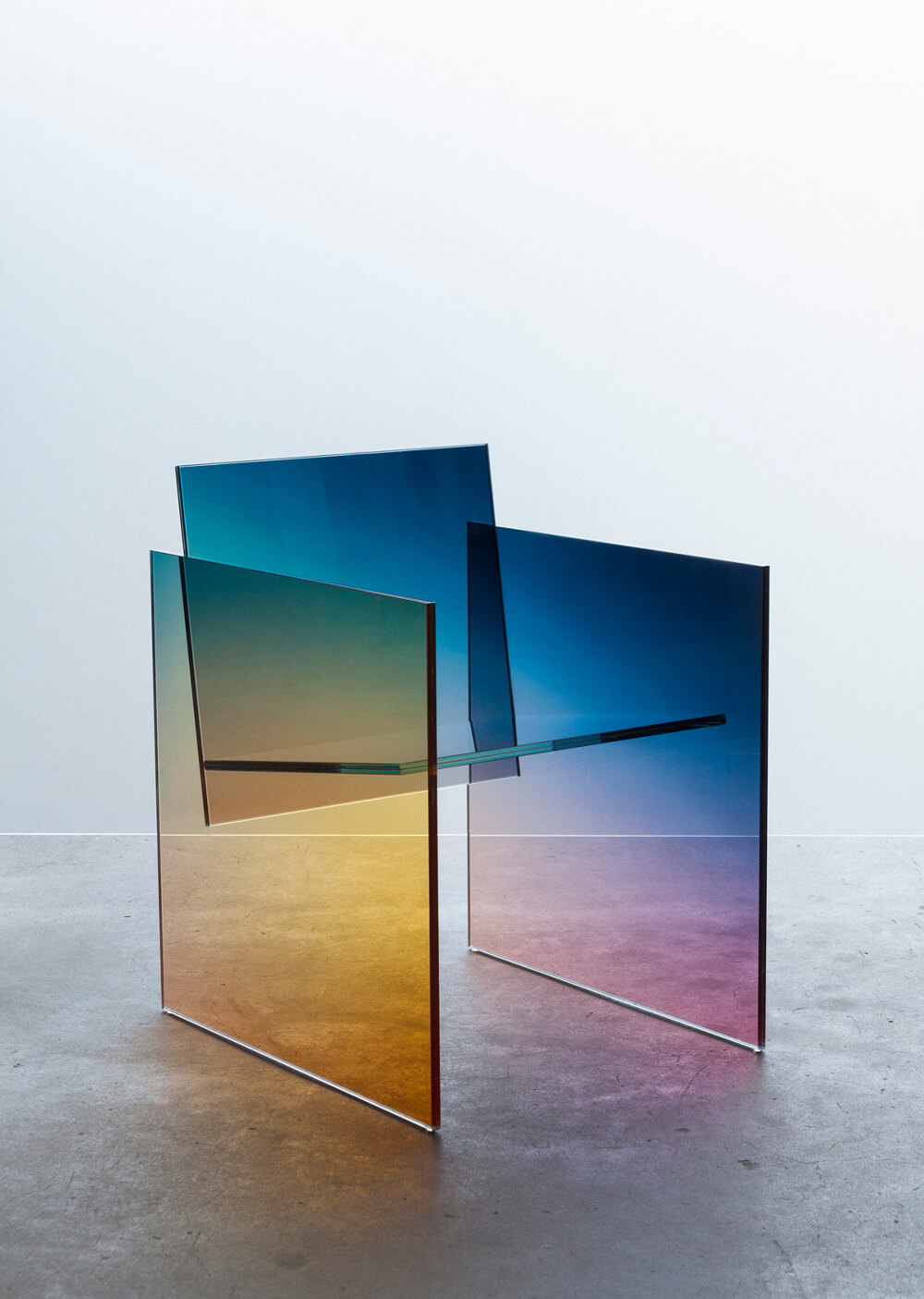 Mintsquare_Selected_Germans Ermics_Chromatic manifestation of glass geometry