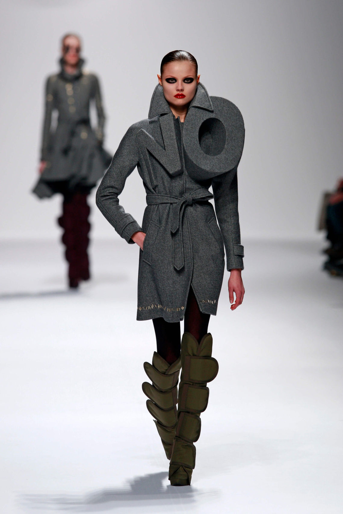 Mintsquare_It-Takes-Two-to-Make-the-Fashion-World-Go-Round_Viktor-and-Rolf-'NO'-Coat-Autumn-Winter-2008-photography-Team-Peter-Stigter