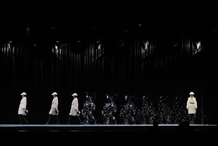 Mintsquare_Holographic Voyage in Fashion_Burberry_Beijing show