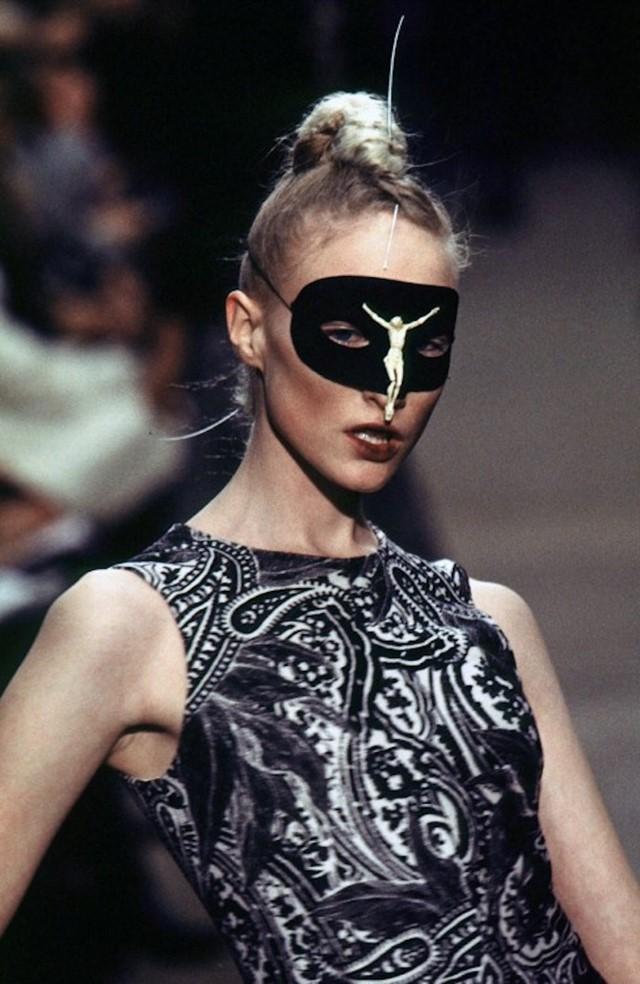 Unveiling-Intriguing-Conversation_Fashion-Religion-at-Met-Costume-Institute_Alexander-McQueen_Dante-collection