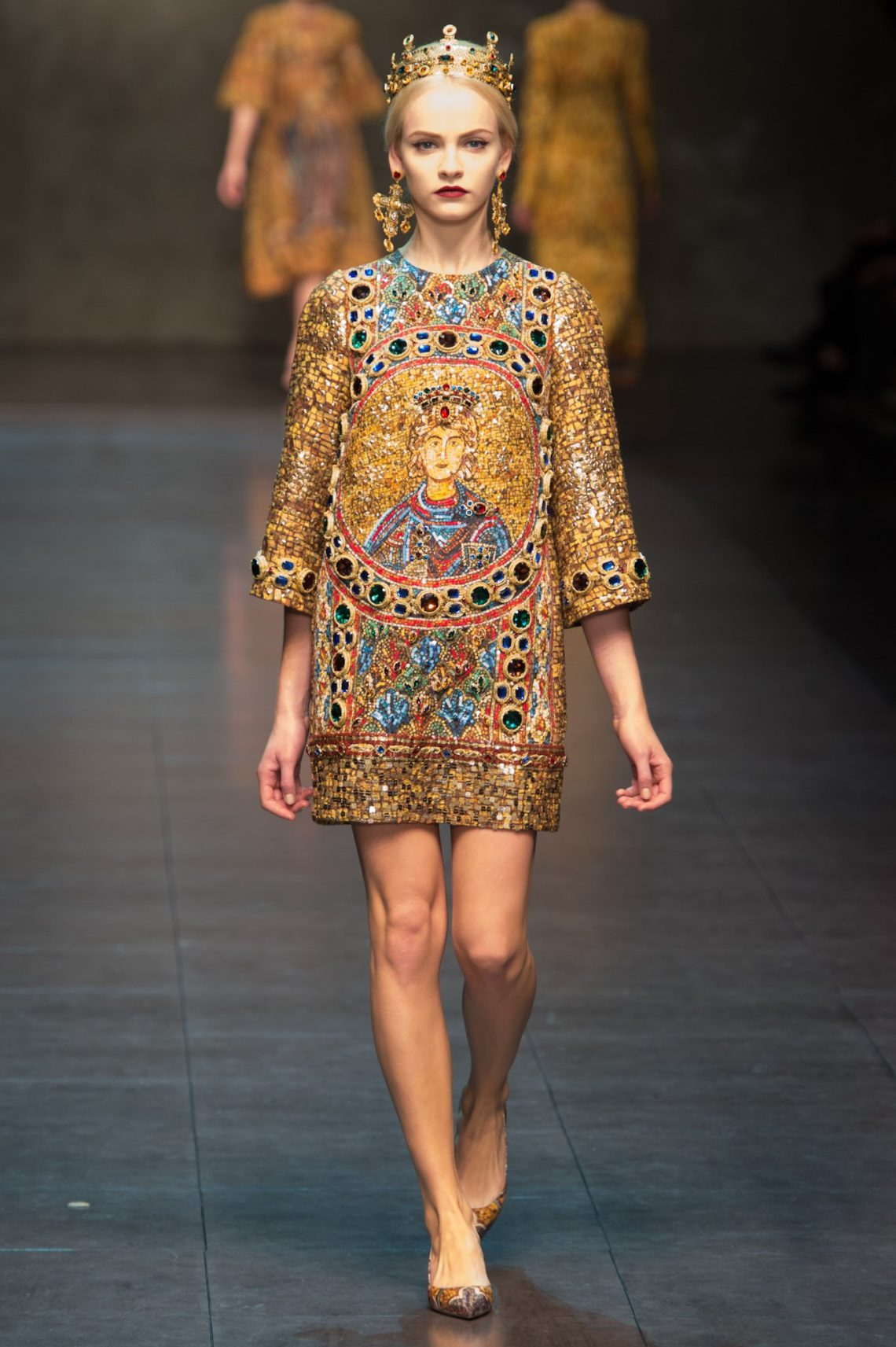Unveiling-Intriguing-Conversation_Fashion-Religion-at-Met-Costume-Institute_Dolce-Gabbana_Byzantine-mosaics-dress