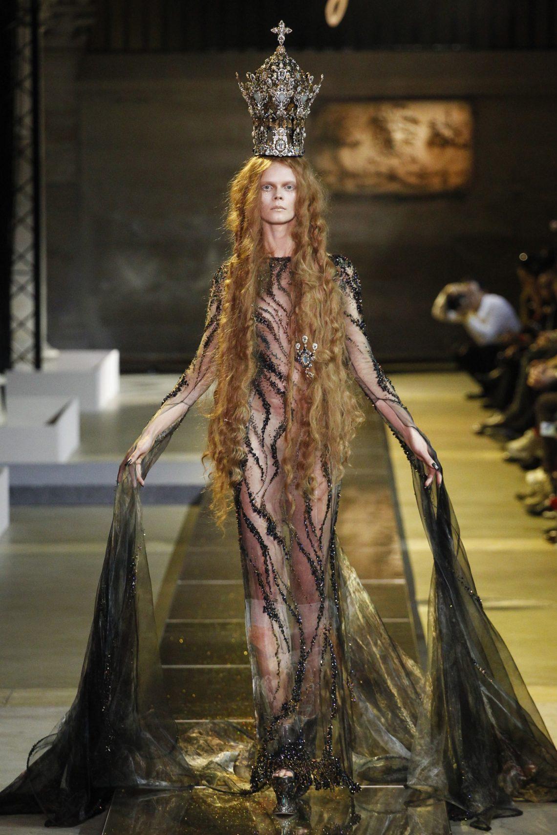 Unveiling-Intriguing-Conversation_Fashion-Religion-at-Met-Costume-Institute_Guo-Pei_Legend-collection