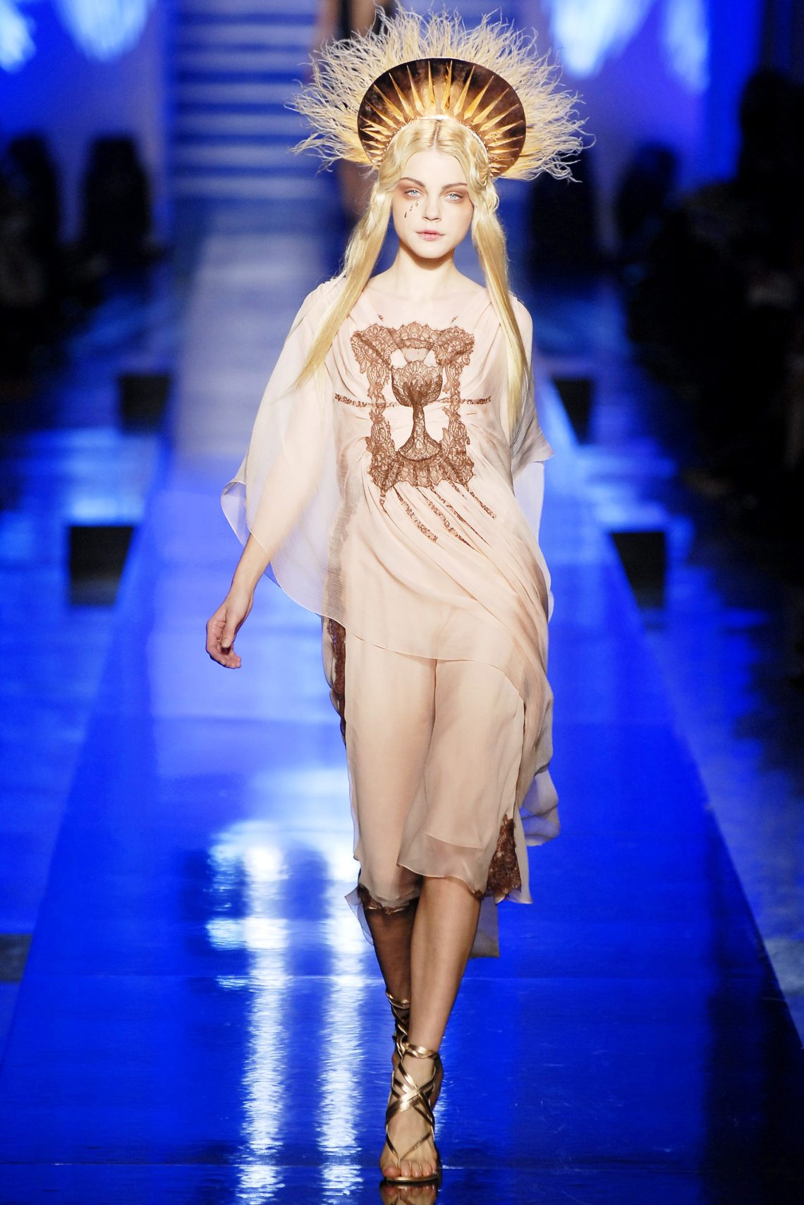 Unveiling-Intriguing-Conversation_Fashion-Religion-at-Met-Costume-Institute_Jean-Paul-Gaultier_angel-models